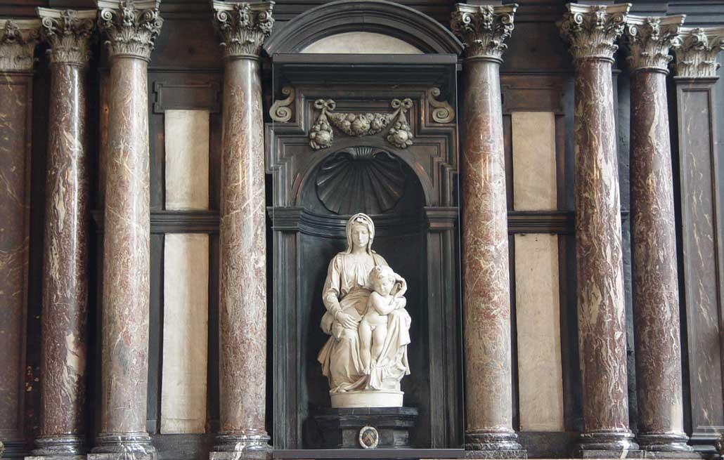 Мадонна с младенцем Микелджело в Брюгге