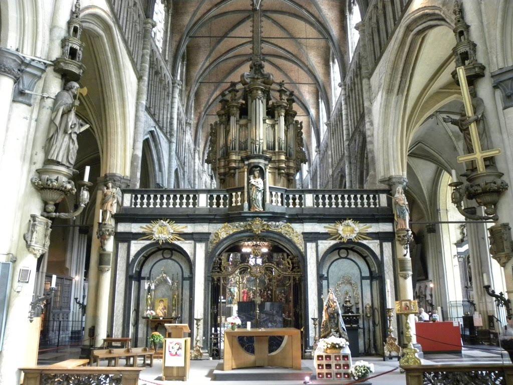Интерьер Церкви Богоматери в Брюгге