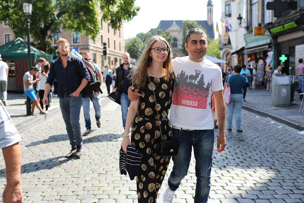 Пара на улице в Брюсселе